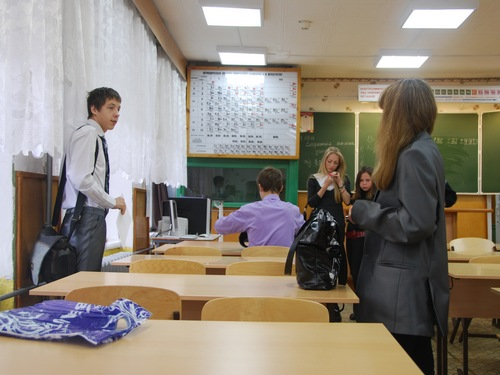 pod-yubkoy-uchitelnitsi-2004