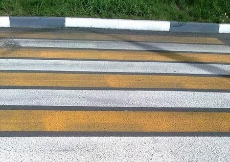 Разметка на дорогах в Новосибирске станет трехцветной