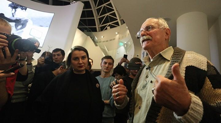 Никита Михалков при посещении музея работал накамеру— Ельцин-центр